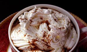 Tách chocolate ấm áp cho buổi sáng lành lạnh
