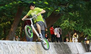 Trial bike - thú chơi mạo hiểm của teen Việt