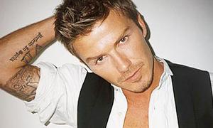 David Beckham lại 'tí tởn' với cô nàng bán đồ lót?
