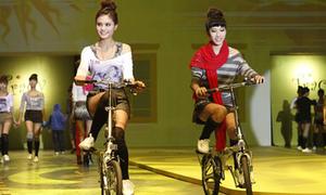 Tracy Fashion show đưa chó, xe đạp lên sàn diễn