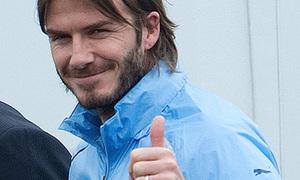 David Beckham hớn hở tại sân tập Tottenham