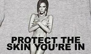 Victoria Beckham khỏa thân trên... áo phông