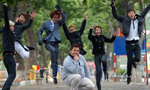 Những phóng viên vui nhộn 'đại náo' Bờ Hồ cuối năm