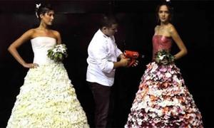 Đói quá thì... xé váy cưới ra mà ăn