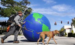 'Lăn bánh' cùng quả địa cầu khổng lồ