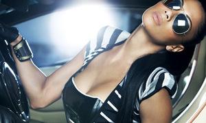 Miêu nữ Nicole Scherzinger thoát y trong xe hơi