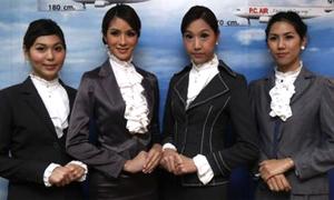Các 'chàng' tiếp viên hàng không chuyển giới xinh ngỡ ngàng