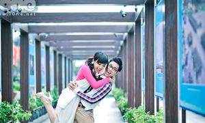 MC Nguyên Khang tình tứ ngọt lịm với 'tắc kè hoa' Lan Trinh