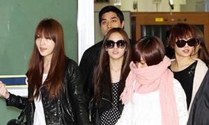 Kara mệt mỏi, lạnh lùng trở về Hàn Quốc