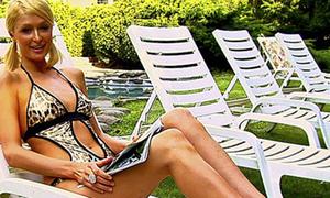 Ngắm trang phục hai mảnh đẹp nhất của Paris Hilton