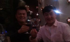 Park Jin Jong 'tít mắt' khoe ảnh thân mật với Thành Long