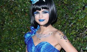 Selena Gomez nổi bật với xì tai 'Công chúa xanh lè'