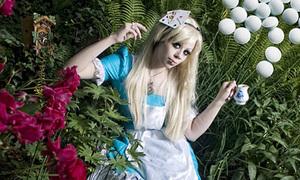 Qua Ginza nhớ chui vào quán độc 'Alice in Wonderland'