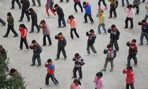 700 học sinh tiểu học nhảy điệu Michael Jackson