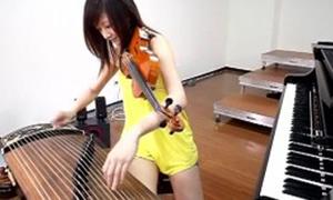 Cô gái chơi 3 nhạc cụ cùng lúc cực 'đỉnh'