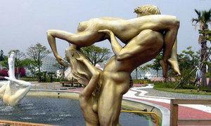 20 bức tượng quái 'không-đỡ-nổi' khắp hành tinh