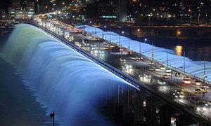 Tròn xoe mắt với chiếc cầu phun nước tại Seoul