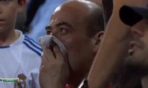 C.Ronaldo làm CĐV chảy máu mũi