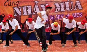 Teen Sài Thành 'tỉ thí' Dance4life