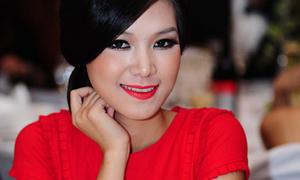 Chân dài Việt và lỗi 'lòe loẹt'
