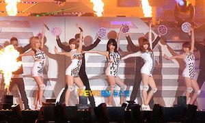 Dream Concert hoành tráng nhất Kbiz khai màn