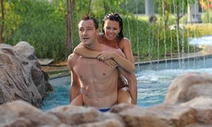 Terry lãng mạn cưỡi lạc đà, cõng vợ trên lưng