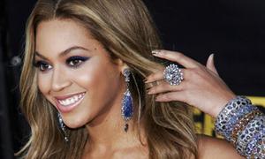 Bộ sưu tập hoa tai vừa to vừa nặng của Beyonce