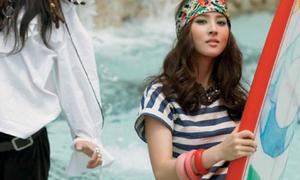 Han Hye Jin nghỉ mát với 'cướp biển'