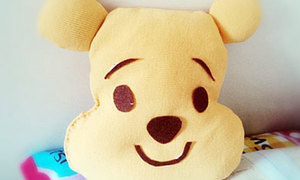 Tận dụng áo cũ thành gối gấu Pooh mềm mại