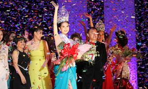 Cầu thủ Việt 'miễn nhiễm' với Hoa hậu Ngọc Trinh