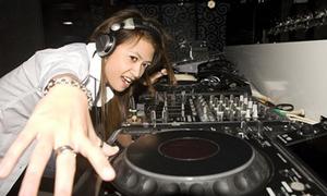 Candy - nữ DJ xinh đẹp thích đi chùa