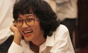 Lê Cát Trọng Lý cực đáng yêu với kính Nobita