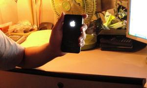 iPhone 4 'độc' có logo phát sáng đầu tiên ở Việt Nam