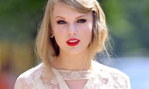 Taylor Swift lần đầu bị chê mặc xấu