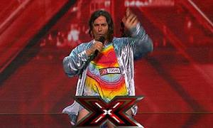 Thí sinh tụt quần trên sân khấu, X Factor bị chỉ trích