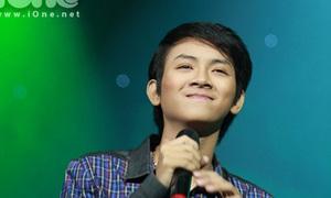 Con trai Hoài Linh 'bất ngờ' phiêu trên sân khấu