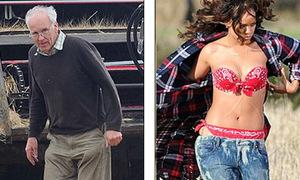 Nông dân 'khóc thét' vì Rihanna mặc quá hở