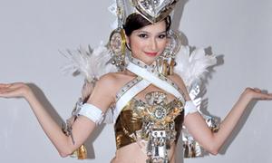 Trang phục dự thi 'hoành tráng' của Trúc Diễm