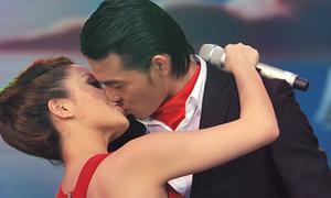 Nụ hôn tình tứ 'ngất lịm' của Ngọc Anh - Ngọc Ngoan