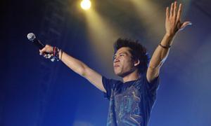 Fan quay cuồng trong đêm 'bão' Rock Storm 2011