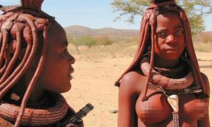 Phụ nữ Himba thích để ngực trần, bện tóc với đất sét