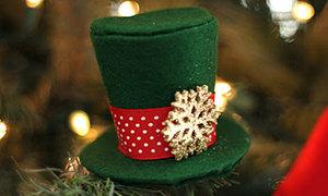 Đón Giáng Sinh với mũ tý hon kêu leng keng