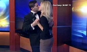 Ngất lịm màn cầu hôn siêu lãng mạn truyền hình trực tiếp