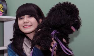 Hot teens giành nhau pose hình cùng cún lạ