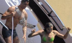 Ronaldo đón Giáng sinh trên đảo