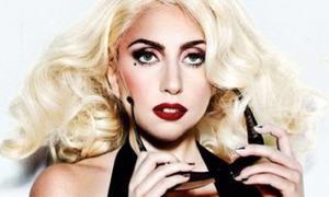 Lady Gaga bị kiện vì coi nhân viên như con ở