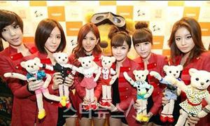 SNSD và IU 'đọ' xinh với gấu Teddy nổi tiếng