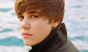 Justin Bieber làm đại sứ cho hãng robot Việt Nam TOSY