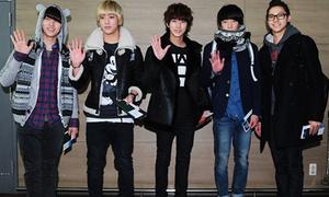 Sao Hàn xinh tươi đến Nhật dự Golden Disk