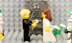 Ngẩn ngơ màn cầu hôn siêu lãng mạn bằng Lego